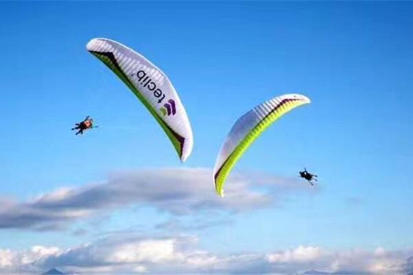 10.4/10.5/10.6/10.7,乘坐动力滑翔伞,飞跃天际,空中摄像,纪录美好瞬间