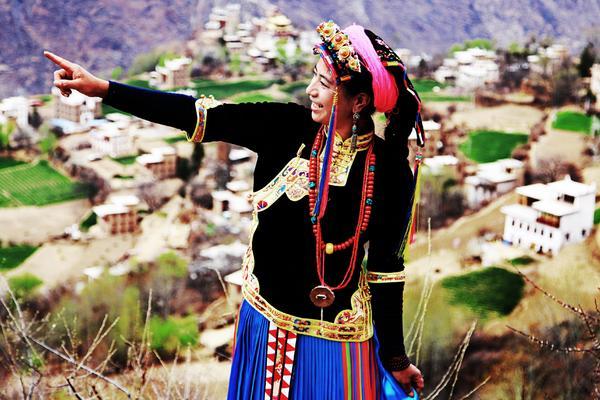 【3月16-24日】《川西花事》色达--金川梨花--丹巴藏寨--彭镇老茶馆---嘉阳小火车,小队伍摄影游!