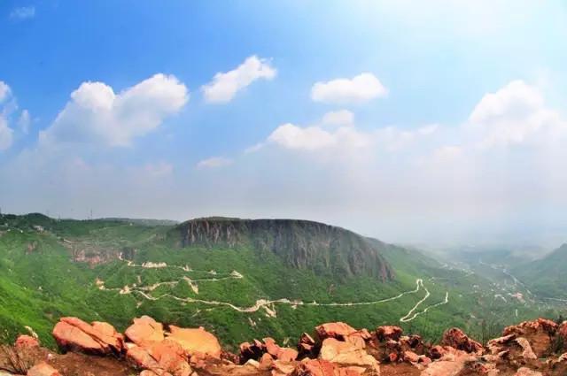 新密的尖山风景区,距离郑州仅仅35公里,是个开发不太严重的小山,还