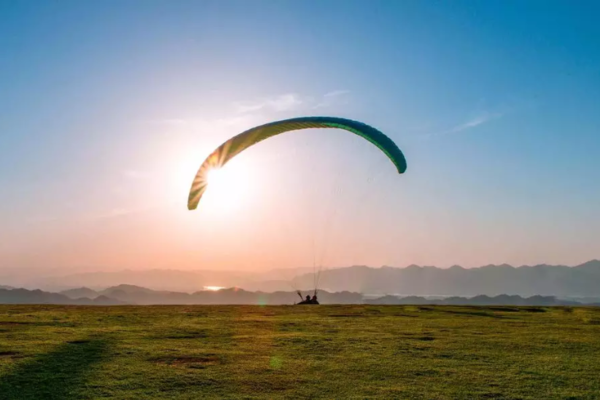 「 FLY HIGH 」滑翔伞体验全面升级!300米海拔山顶起飞!恐高慎入!