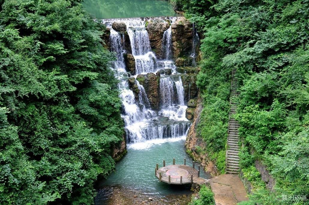 香水河风景区位于湖北南漳县西南38公里处,由香水河峡谷及三景庄,般若