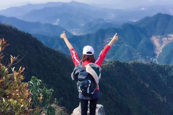 趁着周末雨停,打卡杭州12公里最美山脊线……