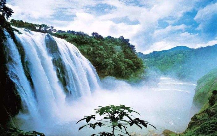 景点特点:黄果树景区分为三个景点,黄果树大瀑布-天星桥景区-陡坡塘景