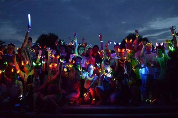 """[最新活动]6.29(周六晚)荧光夜徒西湖,给""""黑夜""""一点""""颜色""""看看"""