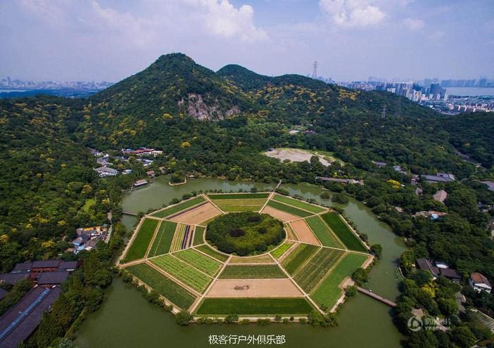 目的地介绍: 杭州八卦田位于杭州西湖风景区东南侧的玉皇山南麓,又称