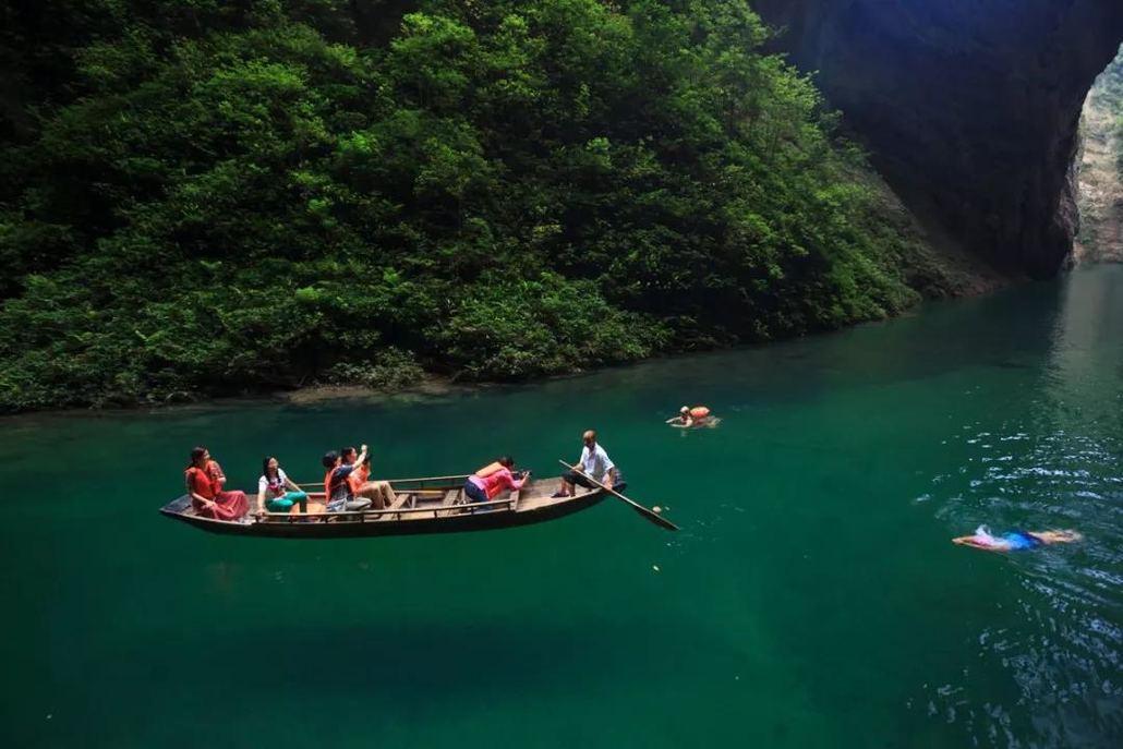 屏山峡谷位于恩施土家族苗族自治州鹤峰县,鹤峰是巴文化发祥地之一,是