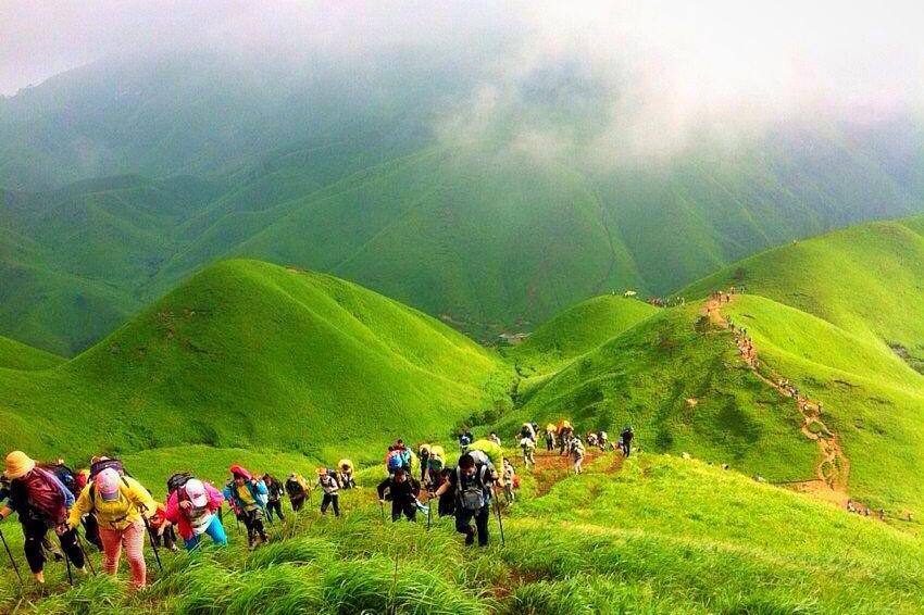 武功山位于罗霄山脉北段,位于江西西部,地跨吉安市安福县,萍乡市的