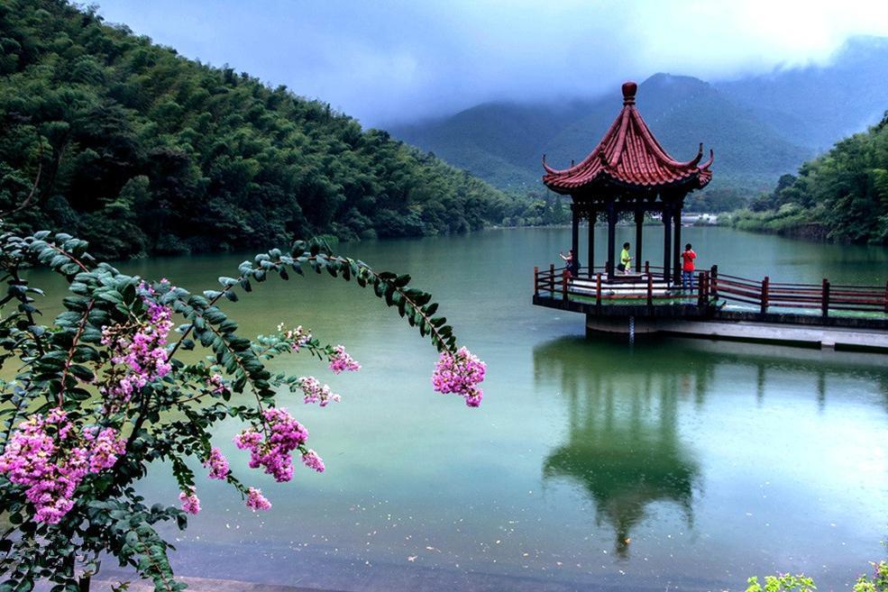 19:00左右,我们将回到上海市区出发地,大家依依不舍,含泪吻别!