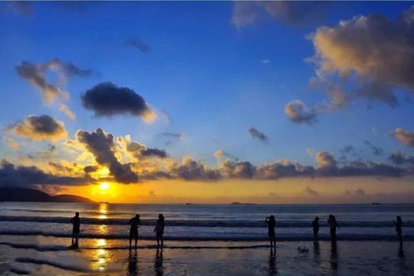 【踏浪逐沙】10.1-10.2/10.3-10.4 徒步象山月牙沙滩五彩礁 体验出海捕鱼