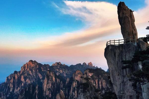 【黄山奇峰】登临黄山之巅,赏奇松怪石;仰望浩瀚星空,观日出日落